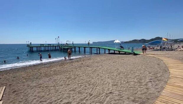Грязное море и морские блохи: туристы разочарованы курортами Украины