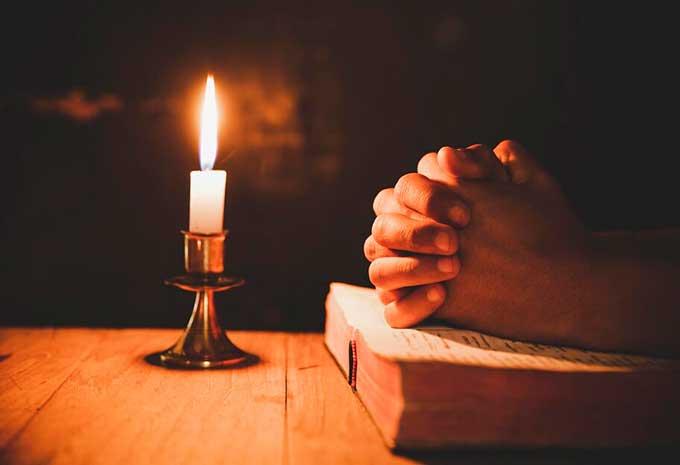 Молитвы святым апостолам Петру и Павлу: что читать, чтобы помочь близким