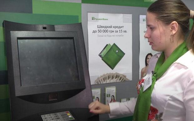 """ПриватБанк предупредил украинцев: деньги с карточек """"улетят"""" за несколько секунд"""