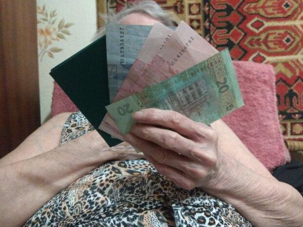 Ежемесячные надбавки. Кабмин расширяет программу социальной помощи пенсионерам