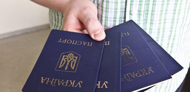 Нововведения в Украине: с августа бумажный паспорт можно с собой не носить