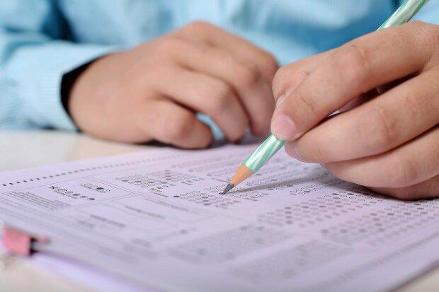 Не знаешь украинский - будут проблемы. Стало известно, как чиновники завалили экзамены по языку
