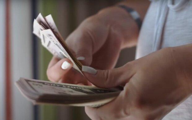 Деньги сами посыплются в карман: астрологи назвали знаки Зодиака, которые станут богачами этой осенью