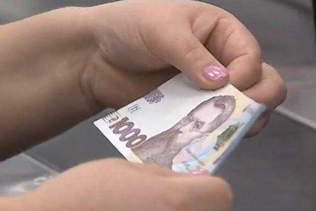 Налоговая начнет сравнивать расходы украинцев с их официальными доходами