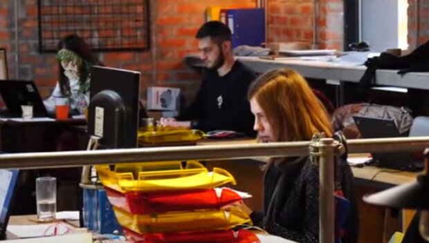 Миллионы украинок могут остаться без работы: названы причины